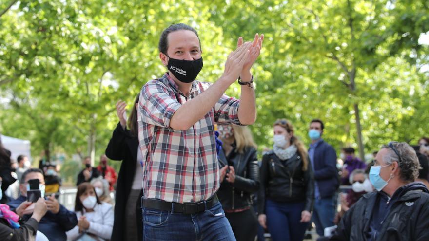 El candidato de Unidas Podemos a la presidencia de la Comunidad de Madrid y secretario general de Podemos, Pablo Iglesias, a 30 de abril de 2021, en el Parque Olof Palme de Usera, Madrid, (España). El candidato de Unidas Podemos continúa su agenda elector