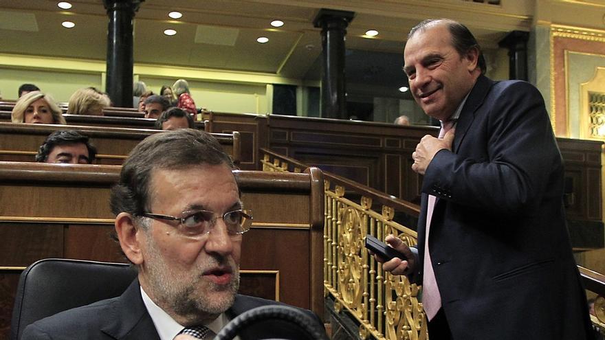 Rajoy promete que será obligatorio presentar un certificado tributario para acceder a un cargo público