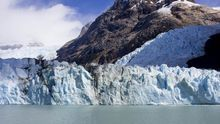 El Glaciar Spegazzini desde el barco que navega por los canales del Lago Argentino.