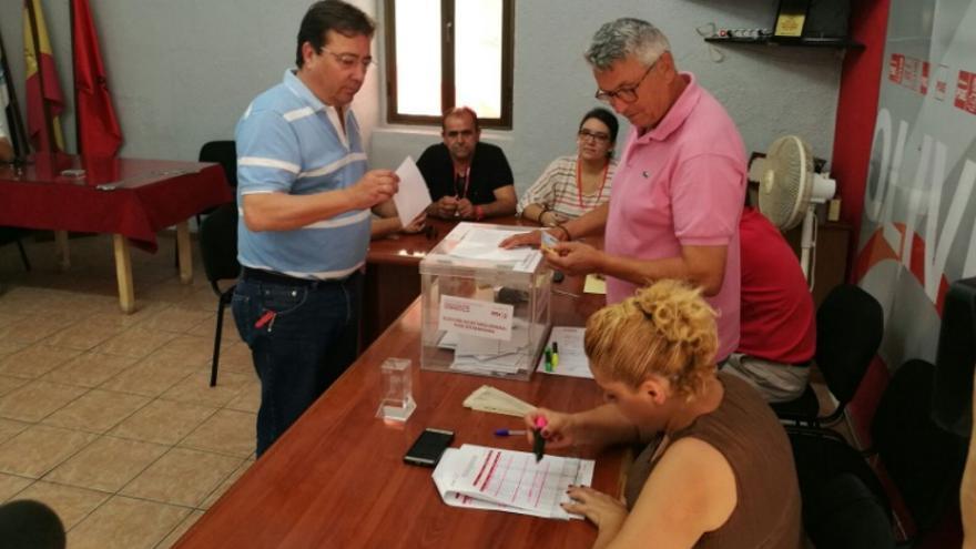Vara, votanto en Olivenza / @GFVaraContigo