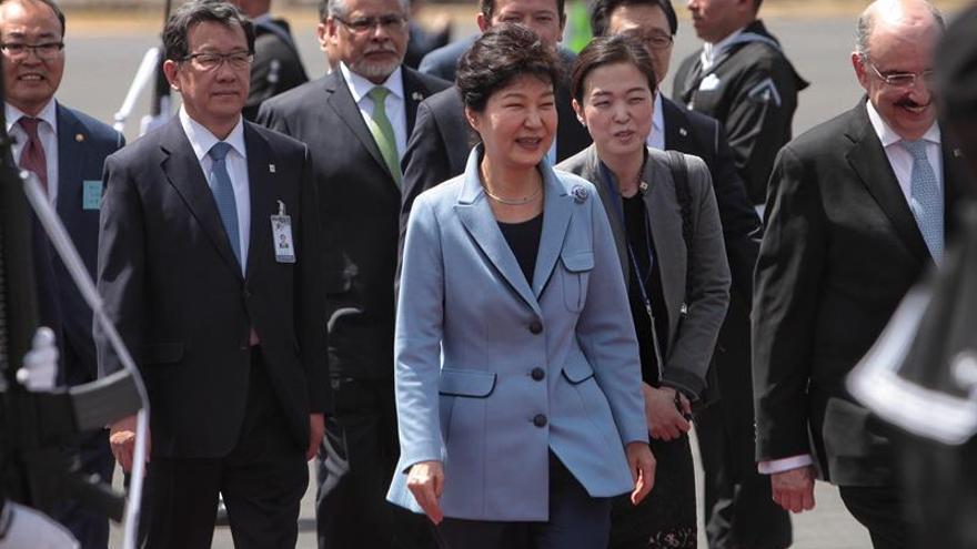 La presidenta de Corea, Park Geun-hye, llega a México para visita de Estado