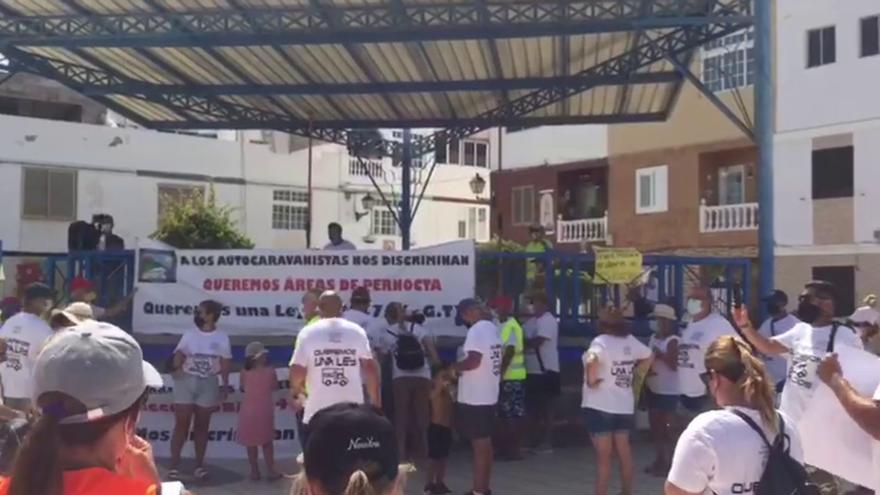 Autocaravanistas se manifiestan en Mogán para reclamar áreas de estacionamiento