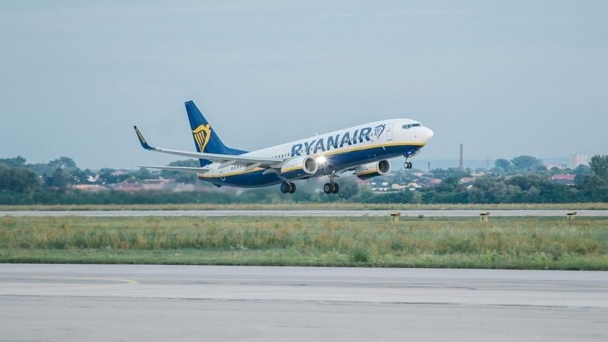 El Gobierno de Cantabria llega a un acuerdo con Ryanair para prorrogar la ruta con Dublín a todo el año