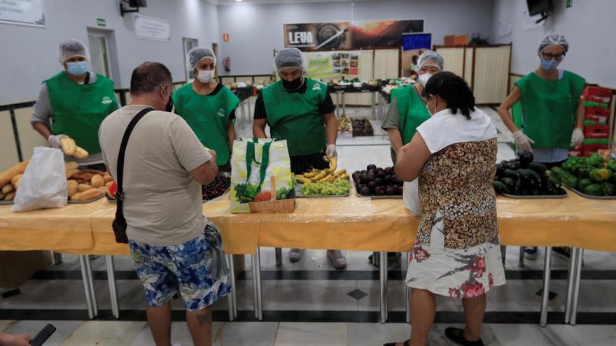 La bajada de donaciones amenaza a las despensas solidarias en verano