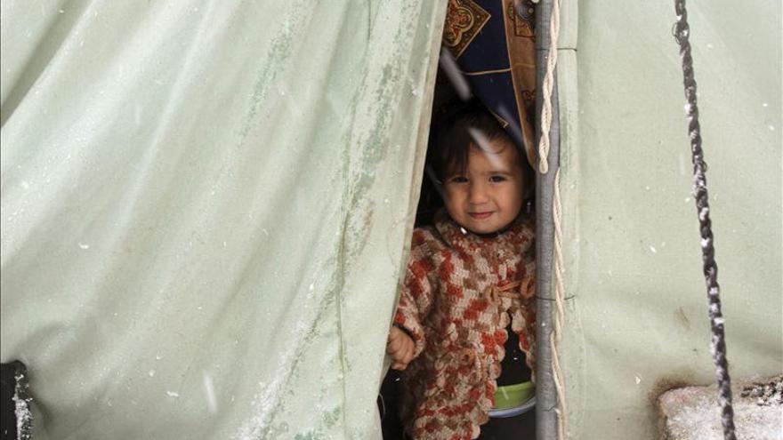 La ONU dice que 55.000 sirios esperan cruzar la frontera con Jordania y Turquía