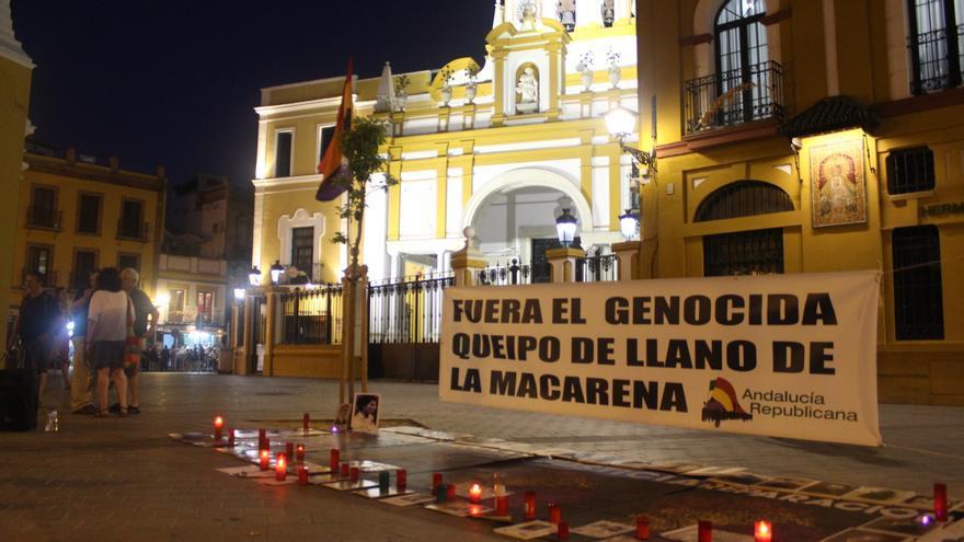 Vigilia a las puertas de la Basílica de la Macarena