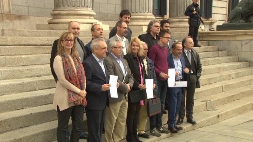 PSOE y Podemos critican el veto del Gobierno a la ley de subida de pensiones y Ciudadanos les aconseja rehacerla
