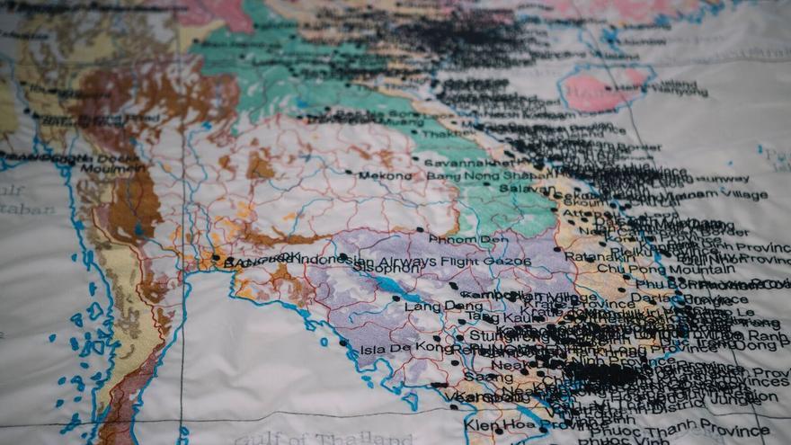 'Tufting' (2017), lienzos bordados con cada uno de los bombardeos en diferentes regiones del globo