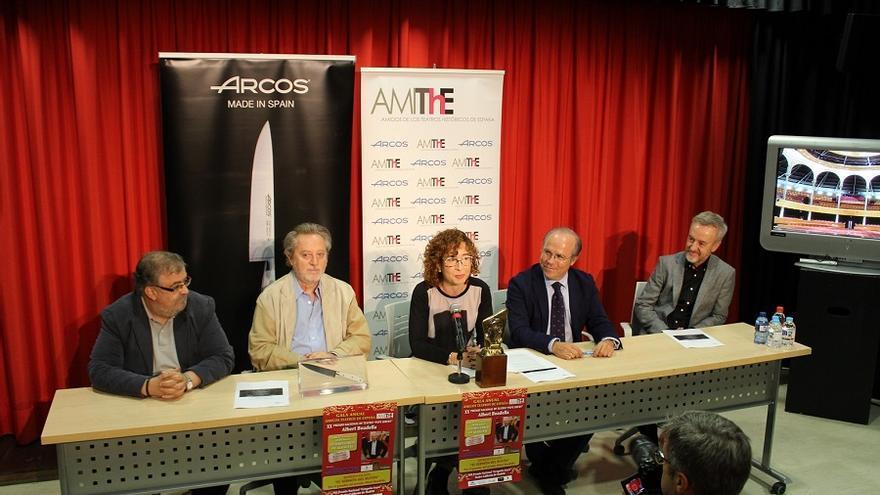 Rueda de prensa de AMIThE anunciando los ganadores de sendos premios.