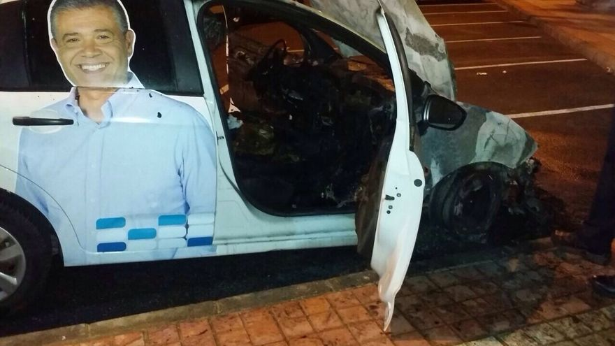 Incendiado un coche del PP en Mogán.