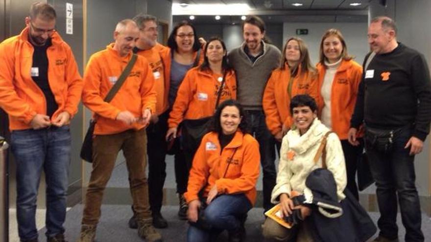 Representantes del Cremona con Pablo Iglesias en Bruselas.