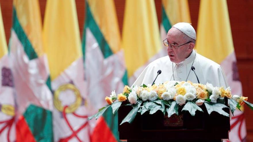 El papa elogia la ayuda, sin distinción de etnias, de la Iglesia en Birmania