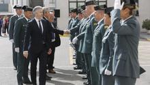 El ministro Marlaska en una visita a la Comandancia de la Guardia Civil de Cádiz en marzo de 2019.