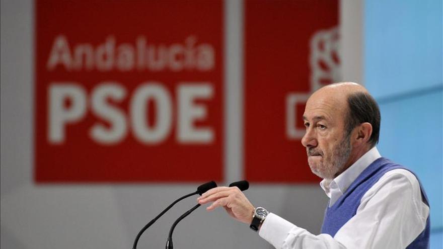 """Rubalcaba se queja de que a los políticos se les juzgue por """"susto o muerte"""""""