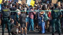 Imágenes de las movilizaciones contra la construcción de un hotel en la Playa de La Tejita