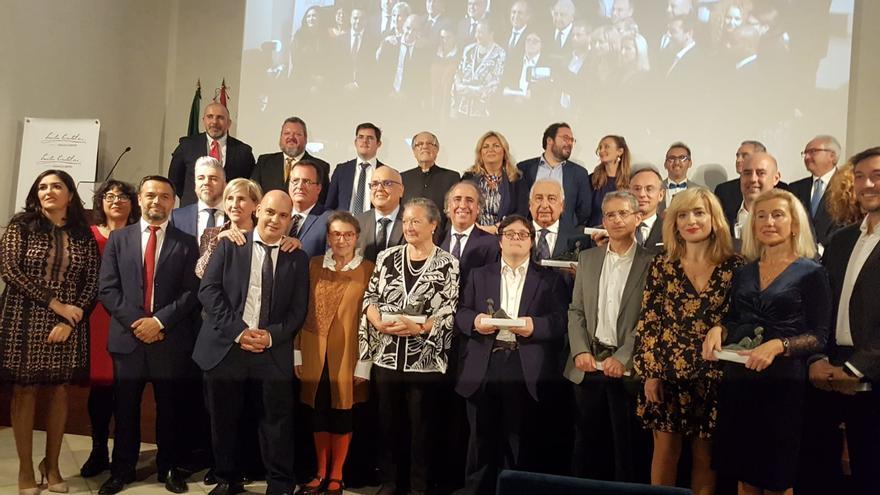 Foto de familia de los galardonados.