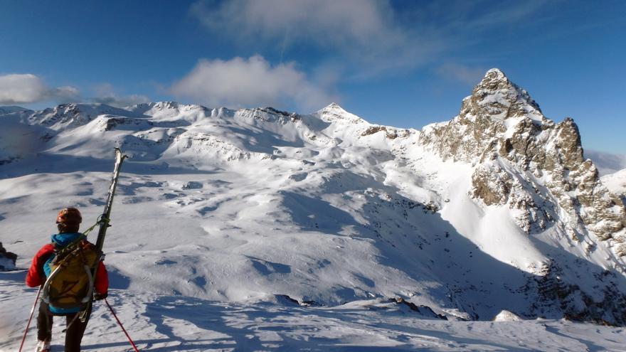 Anayet, vértice, pico e ibones, vistos desde el Collado de acceso a la zona desde Espelunciecha.