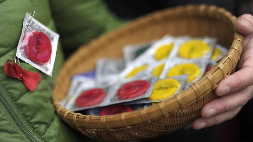 Francia reembolsará el precio de los preservativos para luchar contra el sida