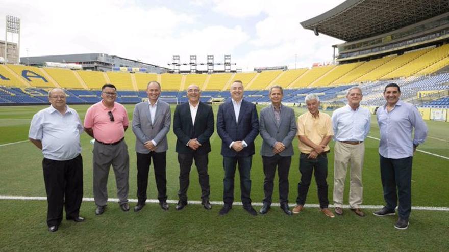 Firma del convenio de la UD Las Palmas con varios equipo de base de la Isla