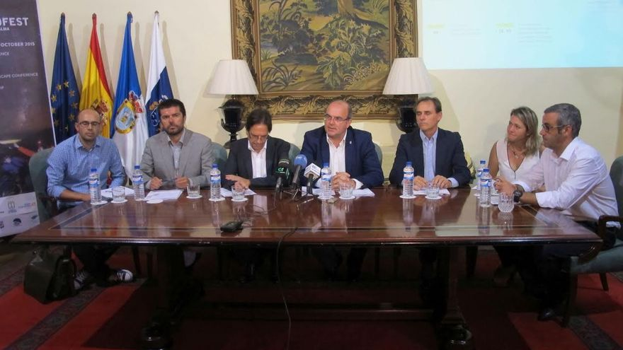 En la imagen, presentación de la 'II Conferencia Internacional de Astroturismo' celebrada este lunes en la Casa Salazar.