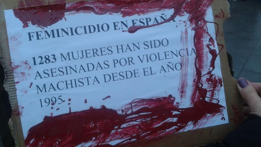 Cartel que denuncia el número de feminicidios en España desde los años noventa. \ S.P