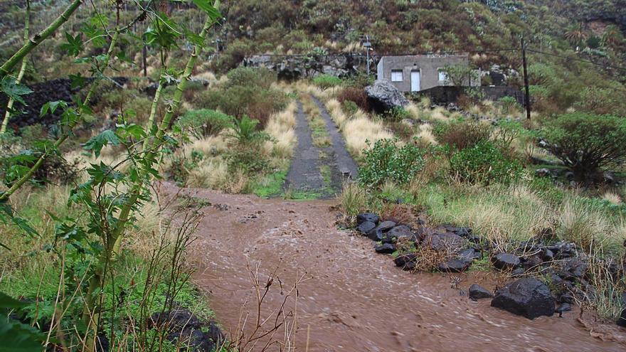 Sendero que sube a  Tierritas en e  el barranco de Los Dolores, en Santa Cruz de La Palma, en la mañana de este martes. Foto: SIXTO SANTOS.