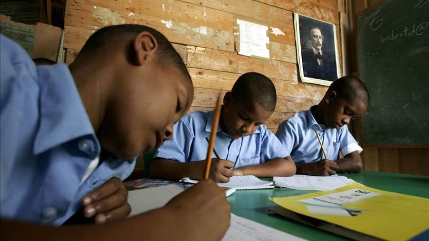 Profesores dominicanos se oponen a la contratación de educadores españoles