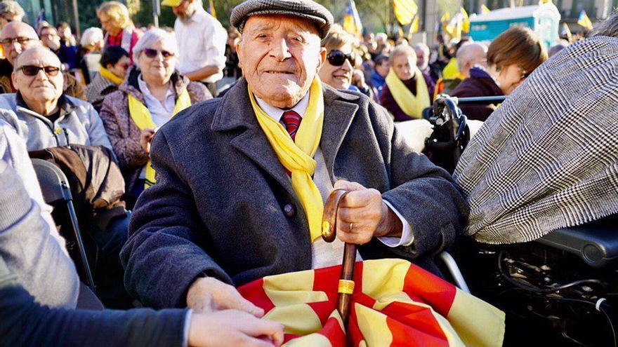 Miquel Pàmies, de 98 años y vecino de Vilassar, ha participado en la manifestación