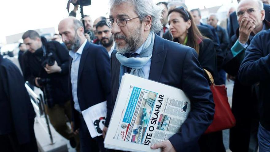"""Turquía juzga a puerta cerrada a dos periodistas turcos por """"espionaje"""""""