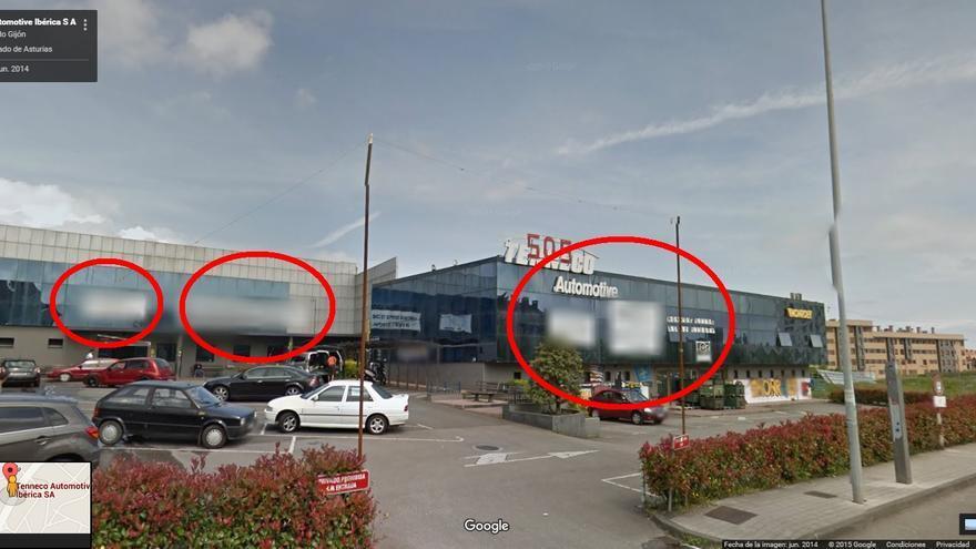 La fábrica de Tenneco Gijón, con los carteles difuminados señalados con un círculo rojo