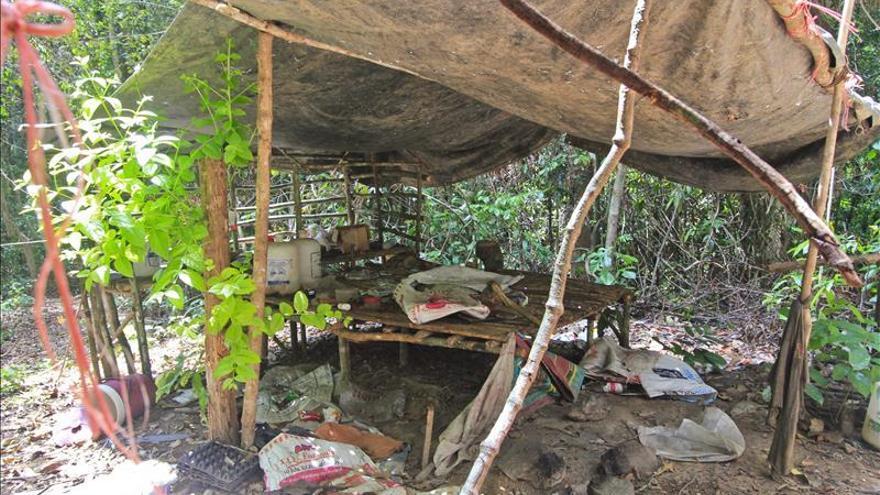 Malasia procede a exhumar las tumbas halladas en los campamentos clandestinos