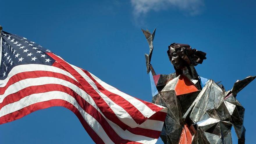 """Escultura de la virgen dará mensaje de """"solidaridad"""" a inmigrantes en EE.UU."""