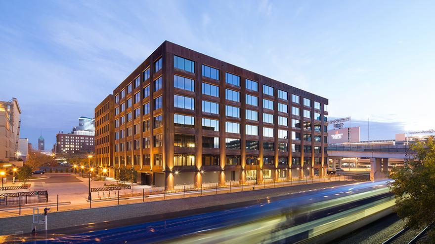 T3, un edificio de oficinas de madera maciza, diseñado por Michael Green y construido en Mineápolis