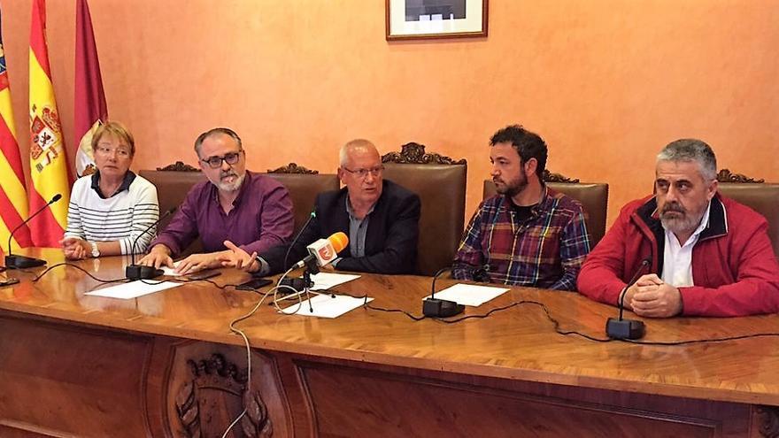 Reunión celebrada en Dénia el pasado mes de abril entre alcaldes y miembros de la plataforma en defensa de la Sanitat Pública para trazar acciones por la reversión del Hospital