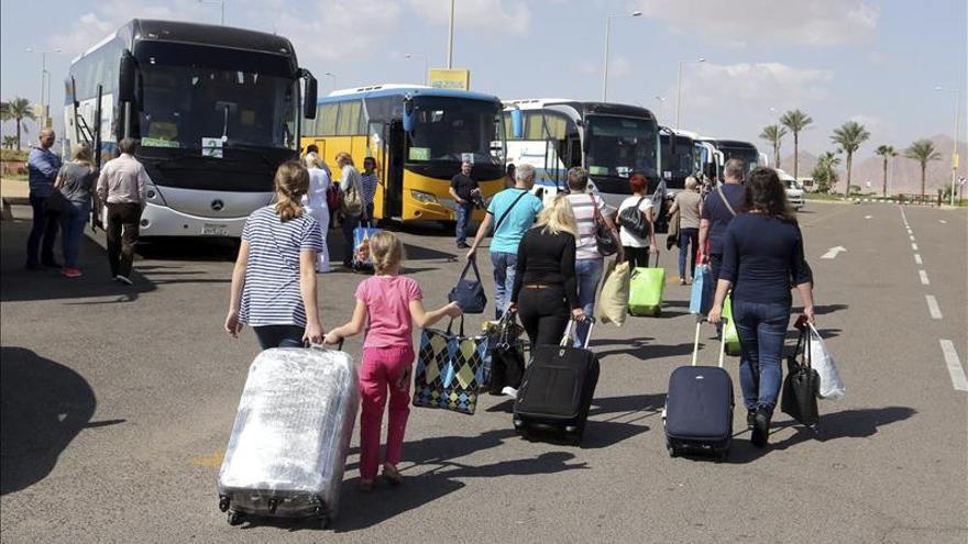 Egipto aprueba un plan para superar la grave crisis que afecta al turismo