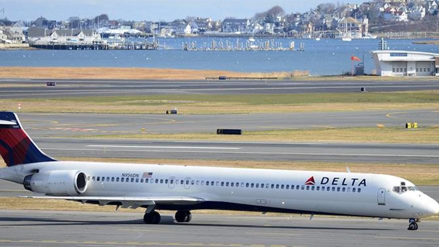 Delta gana un 36 % menos en el primer trimestre pero supera las previsiones