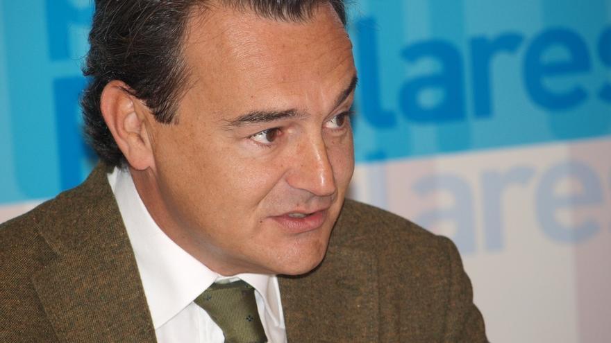 Agustín Conde comunica al Congreso que sólo revelará los clientes de su bufete si se ordena a todos los diputados