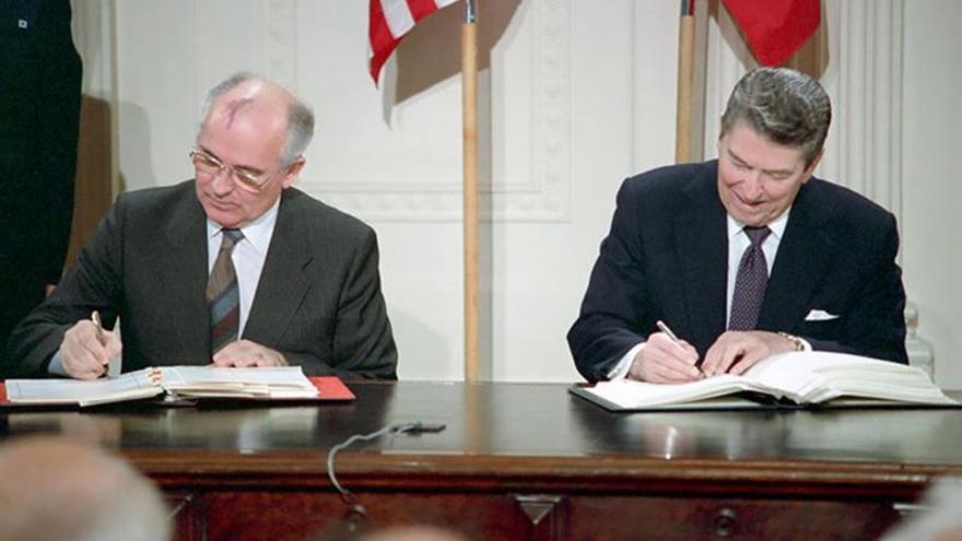 EE.UU. sale del tratado INF con Rusia y busca incluir a China en futuro pacto