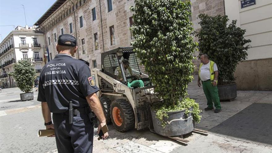 Valencia activa la instalación de obstáculos de seguridad en zonas peatonales