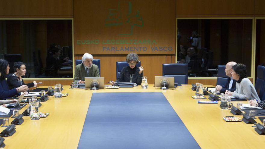 Reunión de la ponencia de memoria y convivencia en el Parlamento Vasco