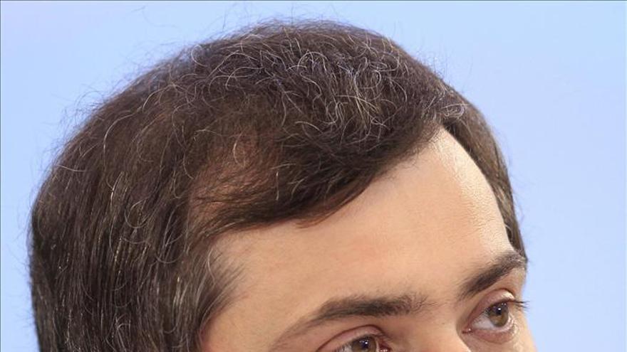 Dimite Vladislav Surkov, jefe de la administración del Gobierno ruso