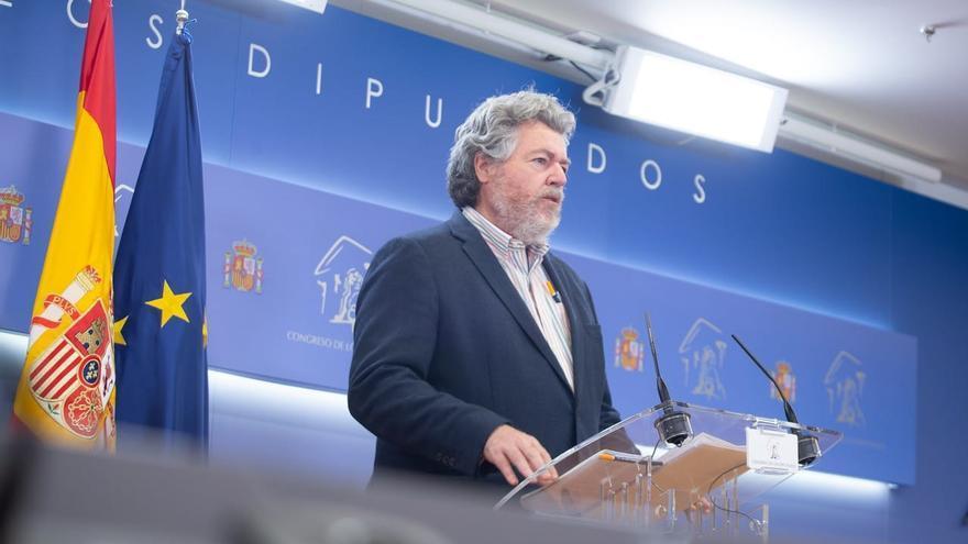 Archivo - El diputado de Unidas Podemos, Juan López de Uralde, informa en rueda de prensa en el Congreso de los Diputados sobre la ponencia del proyecto de Ley de Cambio Climático.