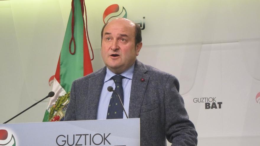 """Ortuzar acusa a EH Bildu de dar un """"giro españolista"""" a sus listas electorales y a sus propuestas"""