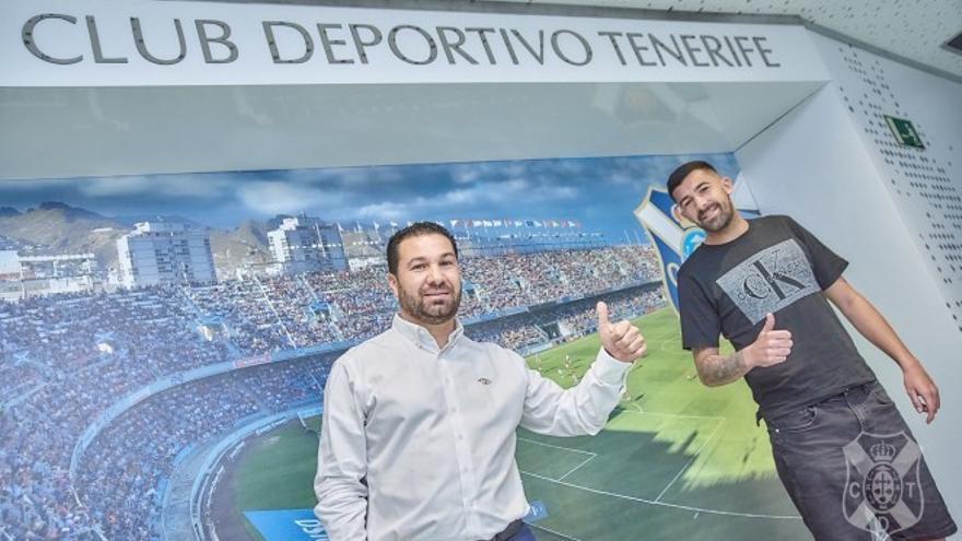 Juan Carlos Cordero y Alberto Jiménez tras rubricar el acuerdo.