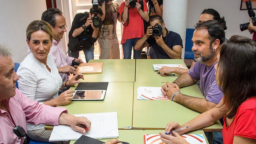 Reunión entre ganemos Toledo y PSOE