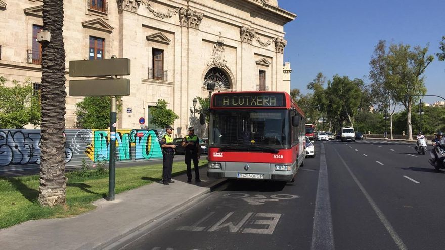 El autobús de la EMT accidentado