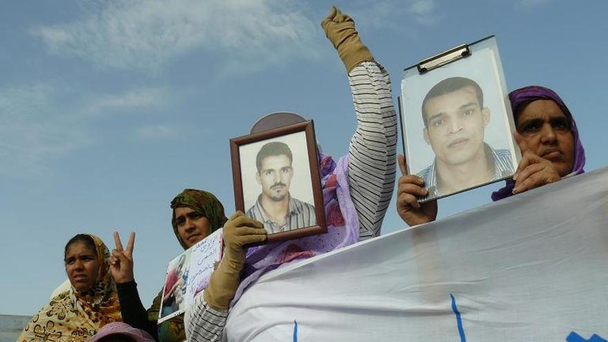 Manifestación por los presos de Gdeim Izik. El Aaiún (Sáhara Occidental). Junio de 2011/ Fotografía: Santi Gimeno
