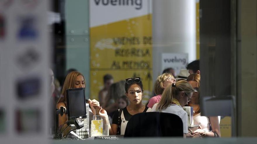 Menos colas ante los mostradores de Vueling aunque la jornada se prevé complicada