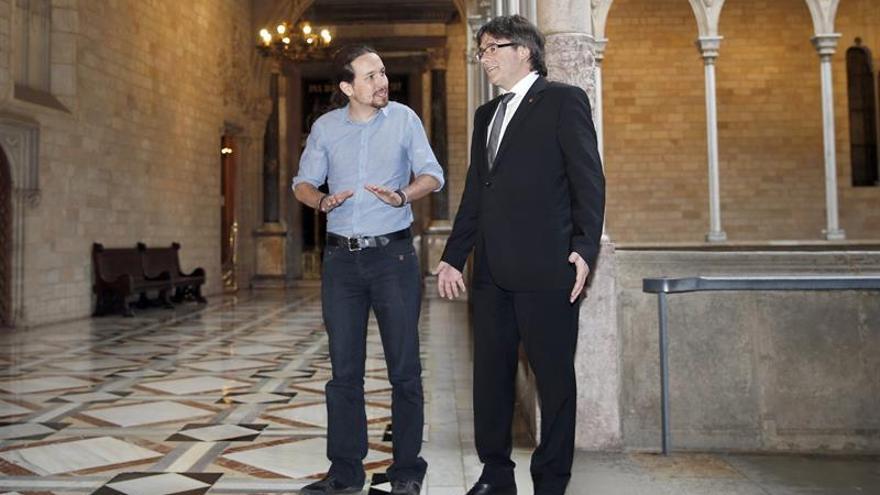 Pablo Iglesias y Carles Puigdemont, en abril de 2016.