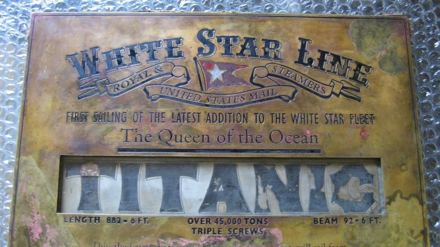 Aparece en Granada una placa original del Titanic perdida hace más de 100 años